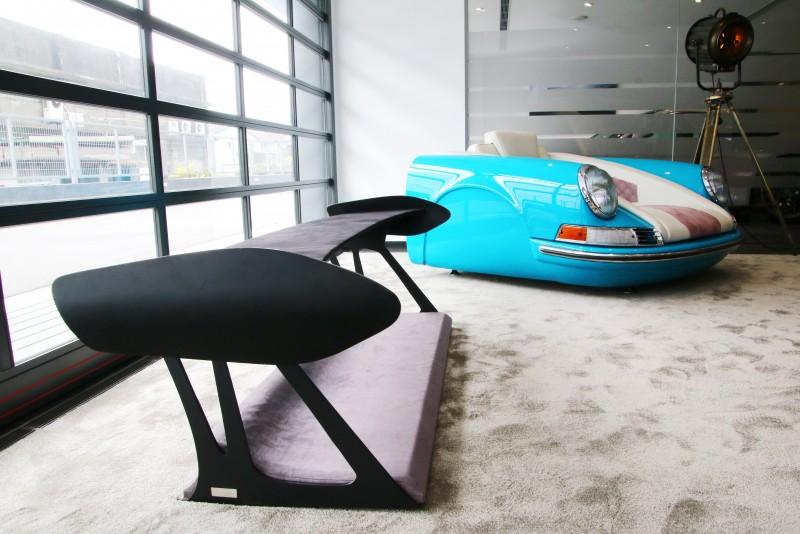 以GT3 RS尾翼為靈感設計的Spoiler系列,可當凳子也可當展示架使用。