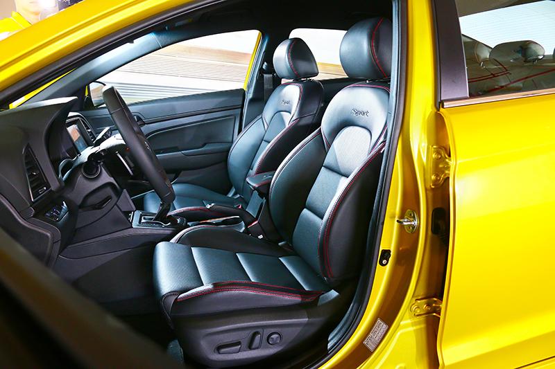 座艙與座椅都維持相同配置,其跑車化定的座椅給予良好包覆性。