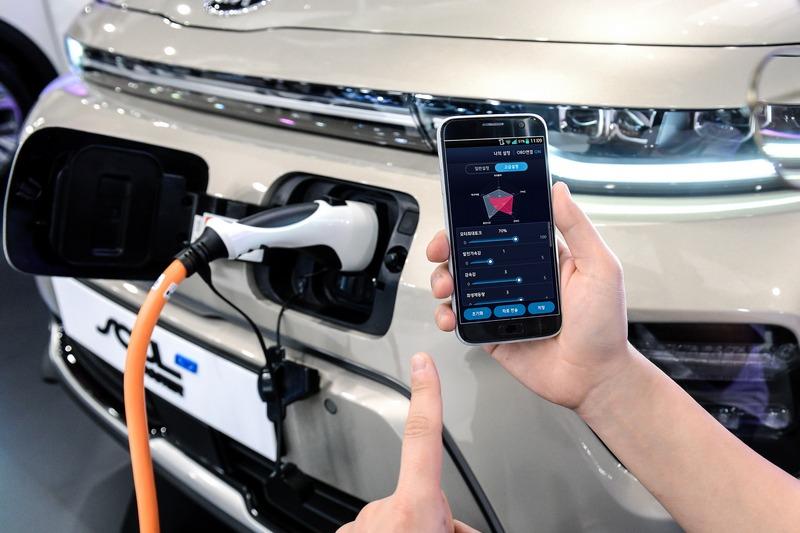 Hyundai性能APP程式,只要用手機就能替電動車進行動力升級。