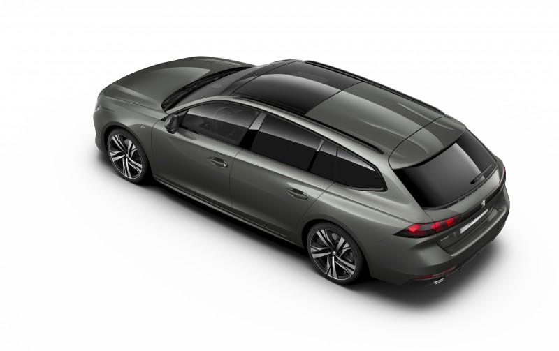GT車型採用黑色後視鏡、車窗外框以及黑色車頂架,車頂與尾翼之間還有獨特的空力造型