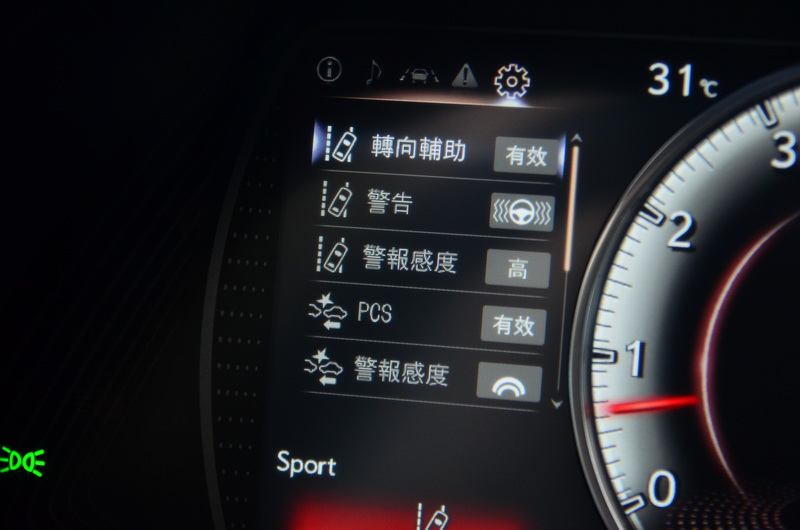 大改款ES所搭載的Lexus Safety System+主動式安全防護系統新增行人偵測及自動煞停功能
