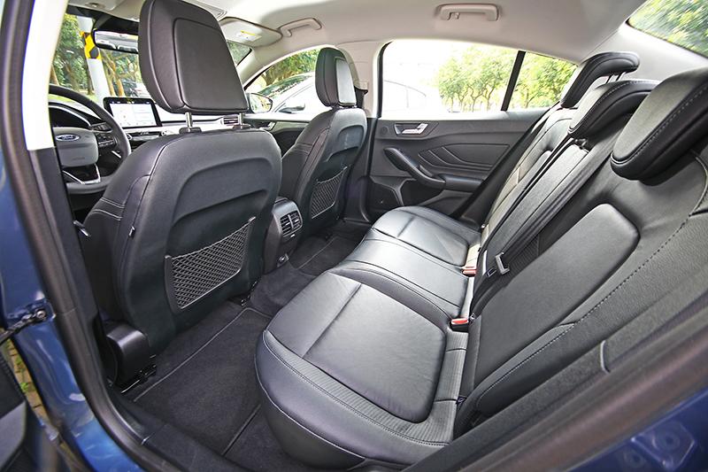 平整化設計讓後座有著舒適愜意的環境空間。