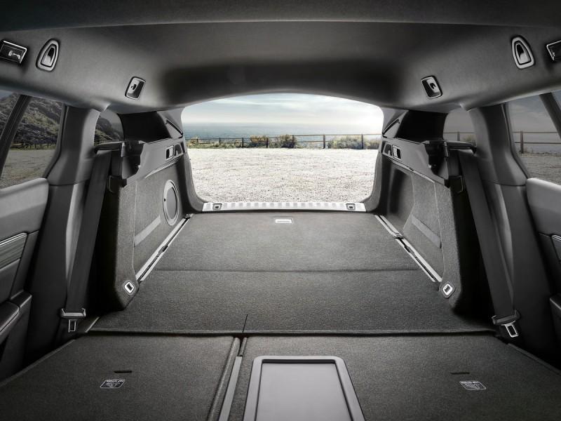 行李廂開口處更採用不銹鋼抗磨門檻便於裝載更實用,GT車型特別採用鋁製行李廂地板導軌方便隔間的阻隔網。