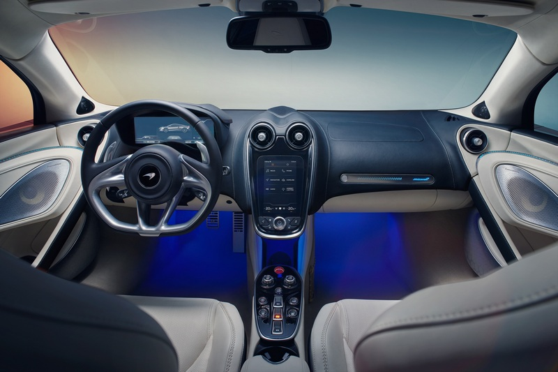 12.3吋螢幕並提供便捷優化的導航功能、簡潔直 覺的介面更利於使用者操作。