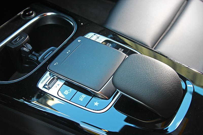 透透控制旋鈕與語音聲控能降低駕駛分心程度。