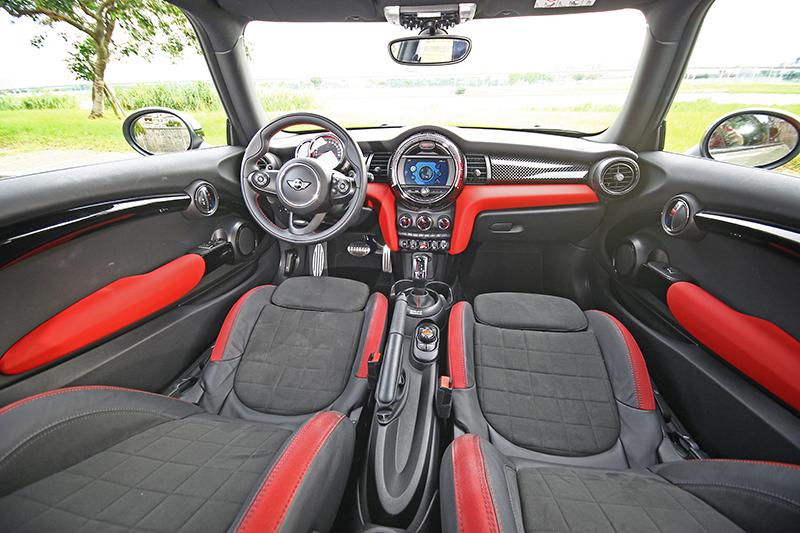 新Mini的好處從座艙看來最是明顯。