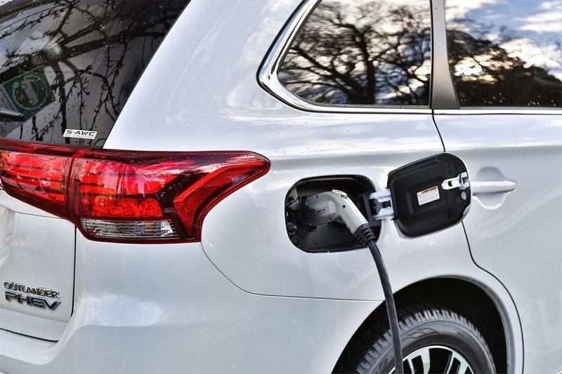 現今消費者對電動車輛接受度提高因而帶動Outlander PHEV成長。