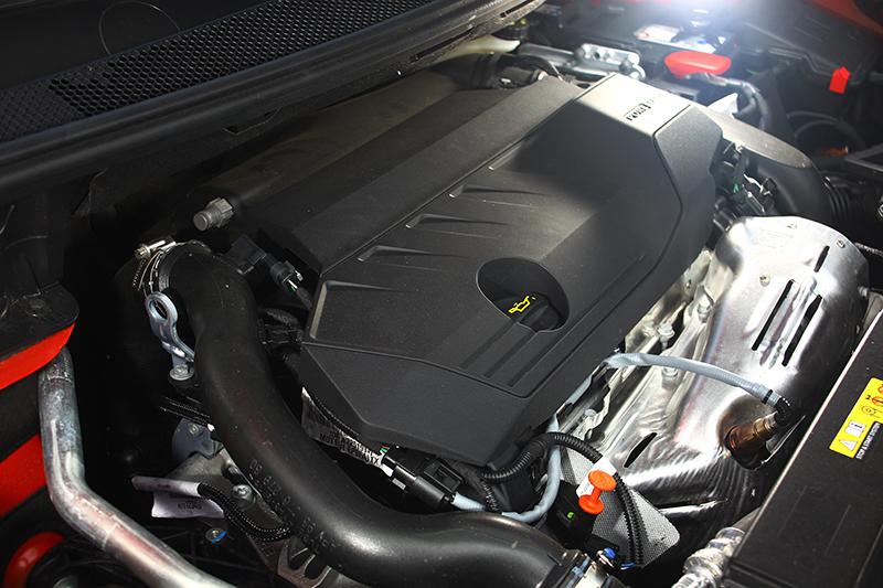 1.6升渦輪增壓引擎可輸出180bhp最大馬力,出力堪稱行雲流水。