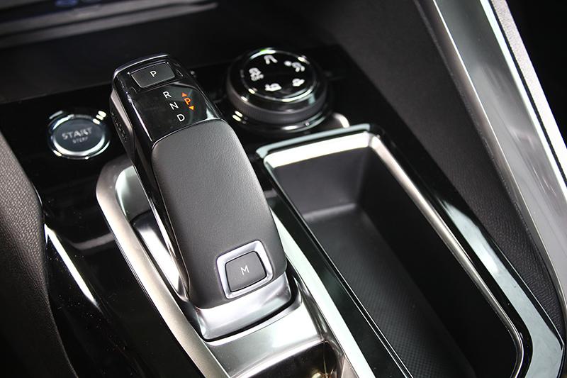 在六速手自排變速系統幫助下,平均油耗僅區區15.6km/L而已。