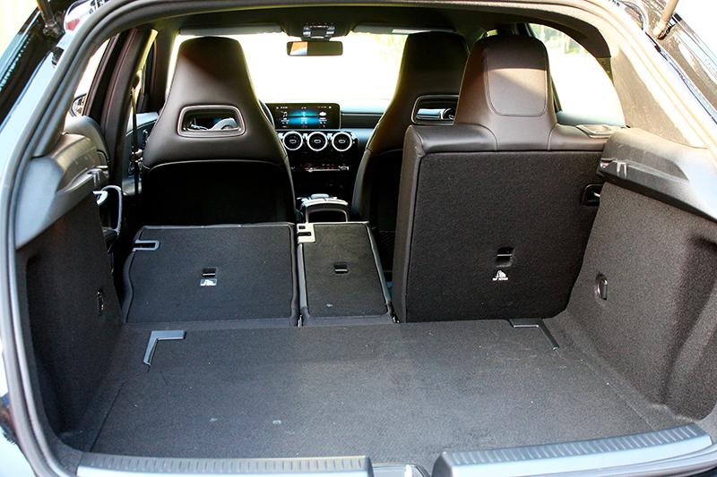 尾門開口寬度增加200mm,置物容積也提昇至370公升。