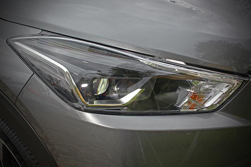 主動式LED頭燈為頂配版車型專屬。