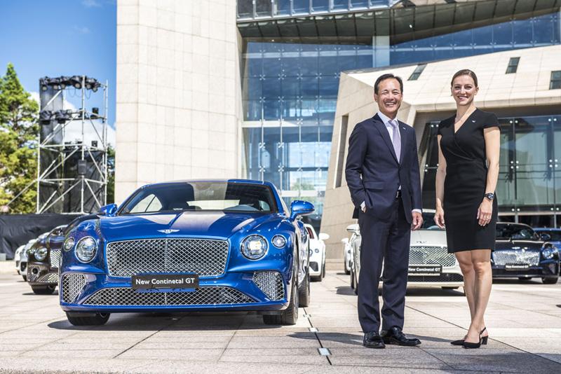 (左)永三汽車總經理林志明、(右)BENTLEY MOTORS亞太區區域經理Katya Zavialova-1