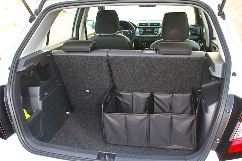 行李廂於標準情況下具有350公升,同時原廠也贈送可摺疊收納箱。