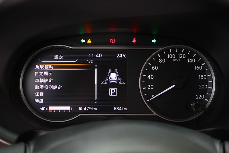 當打開功能選單後,左側隨即成為多工資訊顯示幕。