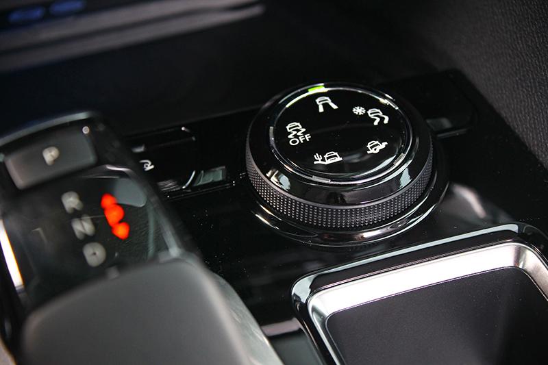 Grip Control抓力地控制系統可輕鬆調整出對應路況的駕馭模式,輕度越野不成問題。
