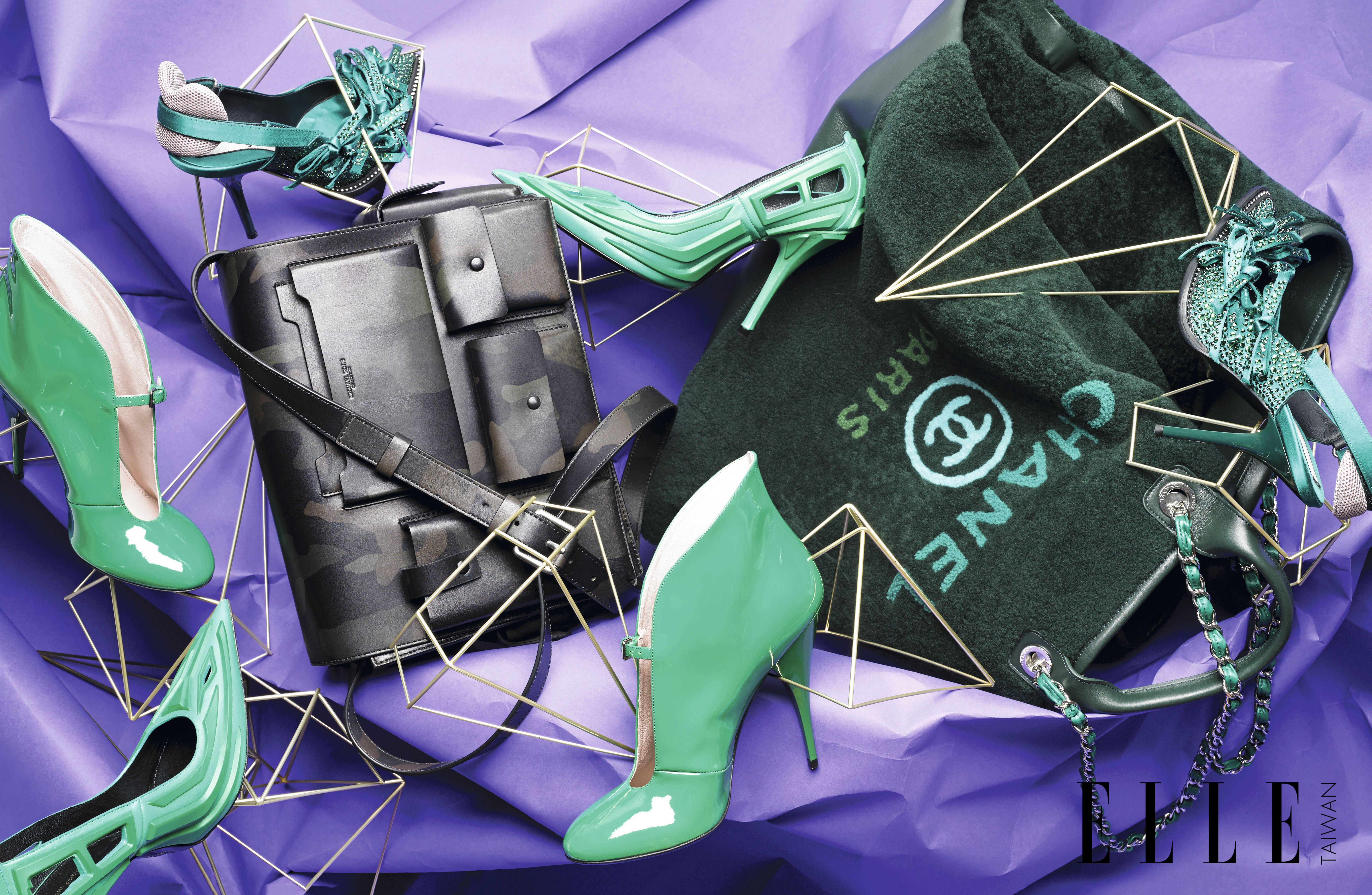 由左至右:流線綠色跟鞋(MIU MIU);尖頭橡膠鏤空跟鞋(BALENCIAGA);水晶蝴蝶結飾高跟鞋(N°21);迷彩皮革肩背公事包(MICHAEL KORS COLLECTION);墨綠色羊毛皮革大型購物包(CHANEL)。