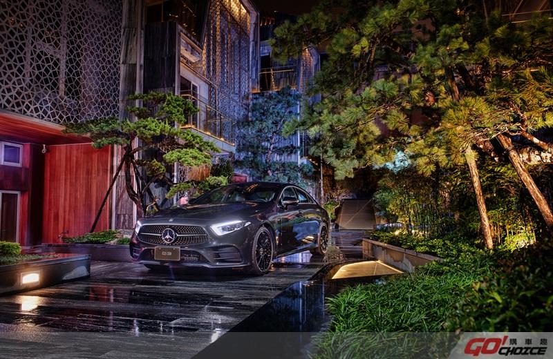 隱身於七也中庭的林中霧間,The new CLS 呈現出靚車與豪墅獨一無二的「Modern Luxury」( 展車車型另有選配Edition 1 套件)