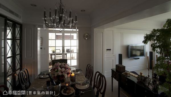 主臥室及客廳窗外透入的自然光線和景深,輕鬆豐富了一整個住屋,心胸更開闊。