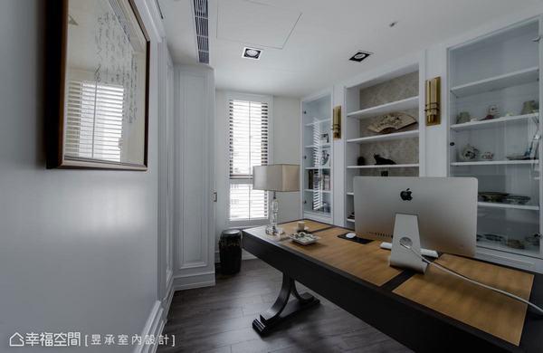 昱承設計將玄關進門右側規劃為精緻小巧的獨立書房,雙弧線玻璃玻璃門扇及隔屏的運用,不但延攬了客廳的光源,也讓書房獨立而不封閉。