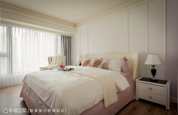 設計師林峰安將新古典的語彙注入在主臥房的設計上,其優美的線板設計與新古典風貌的家具及床組,讓女屋主擁抱浪漫入夢。