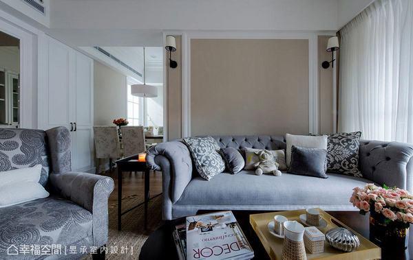 碳灰色調的美式家具與藤色系主牆,映襯出療癒美感的溫馨氛圍。