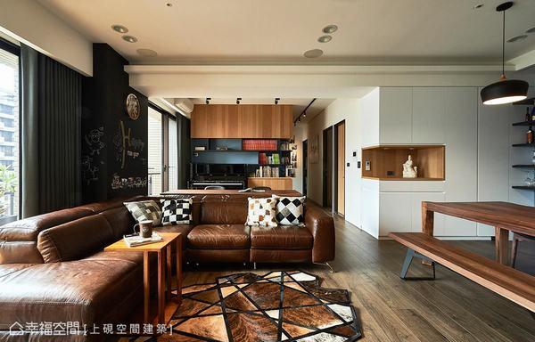 上硯空間建築拆除沙發後方的隔間牆後,讓空間的視野更開闊,光線也能於室內流通穿梭。
