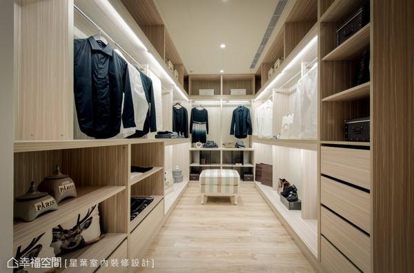為滿足女明星的使用需求,將其中的一房改為獨立衣帽間,開放的層板與衣架營造精品專櫃的氛圍。