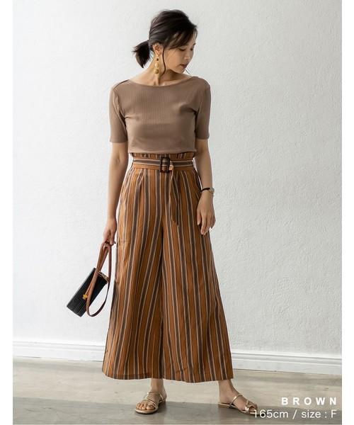 直條紋寬版褲營造纖長感