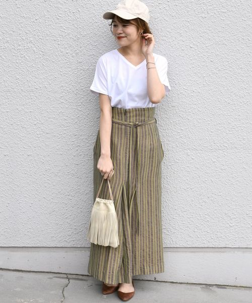 白色素T搭配高腰長裙