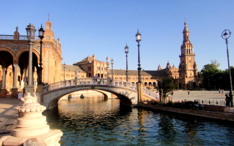 安達魯西亞省首府-賽維亞Sevilla著名的西班牙廣場 Pic/Facebook: TraveLinArt2017