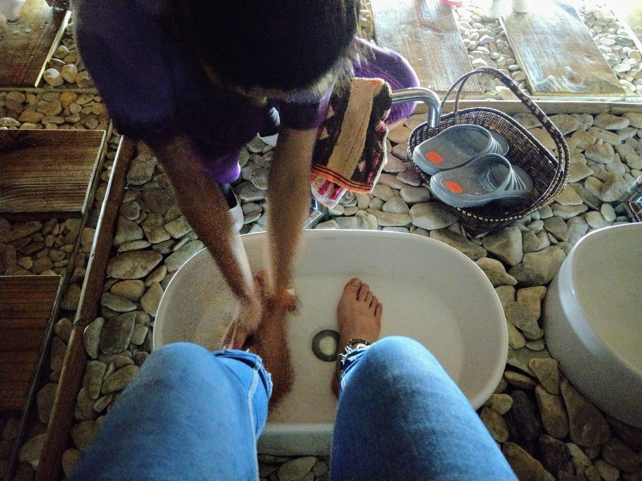 按摩前都會先做腳部清潔|圖片來源:Vanessa
