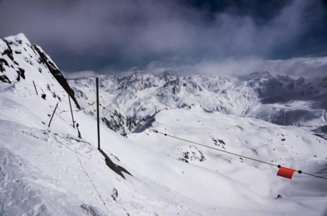 安 德 馬 特 一 直 到 五 月 都 還 能 滑 雪 www.theriverhouse.ch