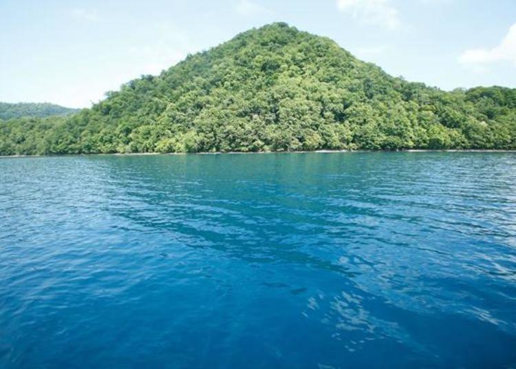 ▲洋面上的湖水色澤比較偏深藍色