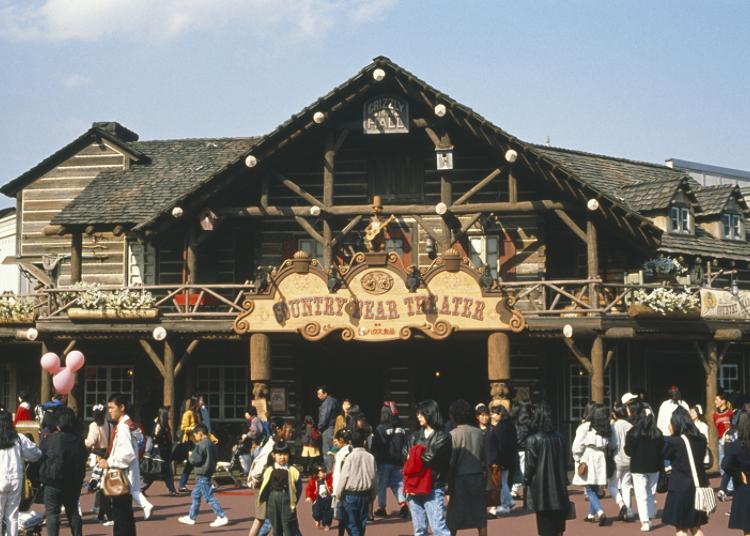 入口在呈現西部氣氛的建築物正面