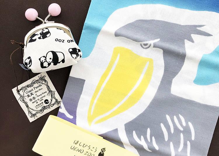 對於外國旅客相當高人氣的「迷你錢包 親子熊貓」(左,含稅1080日圓)與「擦手巾 鯨頭鸛」(右,含稅1404日圓)
