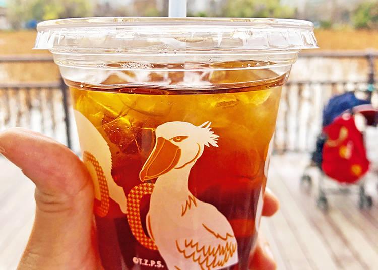 鯨頭鸛與熊貓圖案的「冰茶」(含稅250日圓)