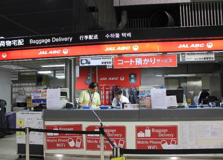 JAL ABC的紅色招牌相當顯眼。
