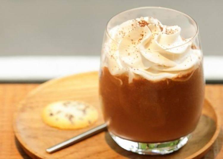 夏天最暢銷款「Frozen Hot Chocolate」也相當有人氣(630日圓)。甜中帶有恰到好處的苦澀意外爽口!