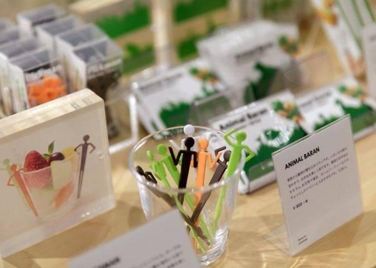 一樓可看到許多與日本各地廠商及設計師共同聯名的原創商品