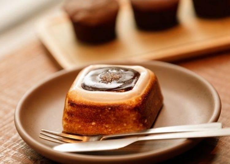 這款用棉花糖增加口感的點心「S'MORE(スモア)」(450日圓)也很受歡迎。輕巧的程度不會讓人聯想到這是巧克力點心!棉花糖香氣陣陣撲鼻而來。