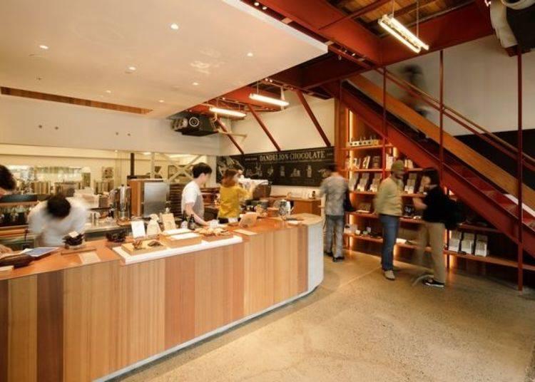 一樓是巧克力工房。可以在這購買到各式飲品及甜點。