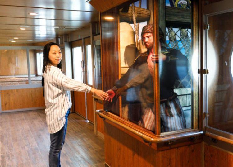 ▲這個也是3D畫,與穿進窗戶的海盜握手♪
