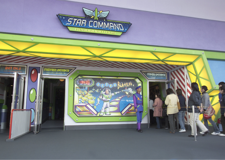 左為FASTPASS入口;右為STANDBY入口 (C)Disney / Pixar