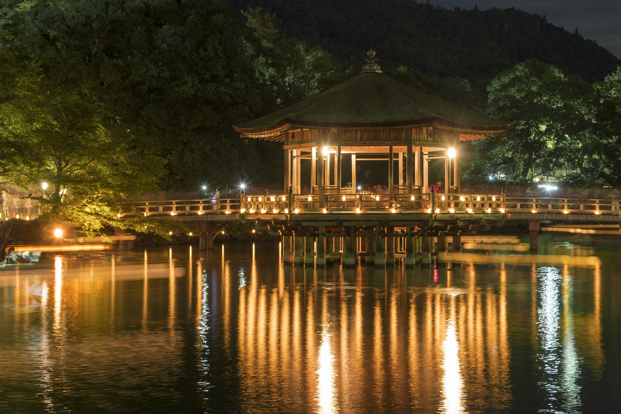 奈良燈花會浮見堂