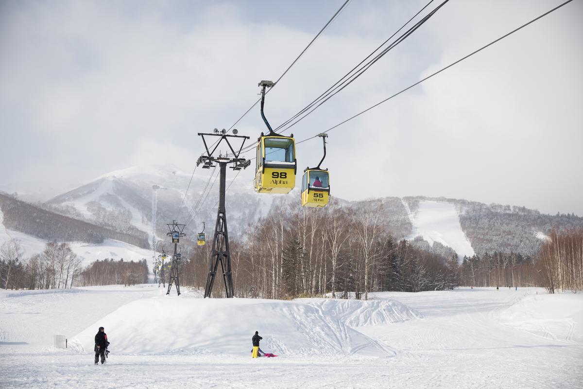 滑雪等級升級後,可搭著纜車前往更高的等級。