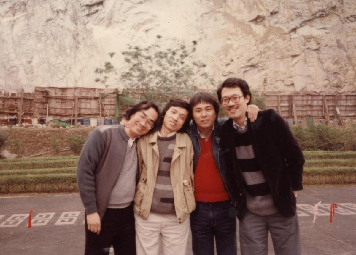 廖慶松(左起)在台灣新電影時期與吳念真、侯孝賢、萬仁等人彼此激勵,也讓他不停學習成長。(廖慶松提供)