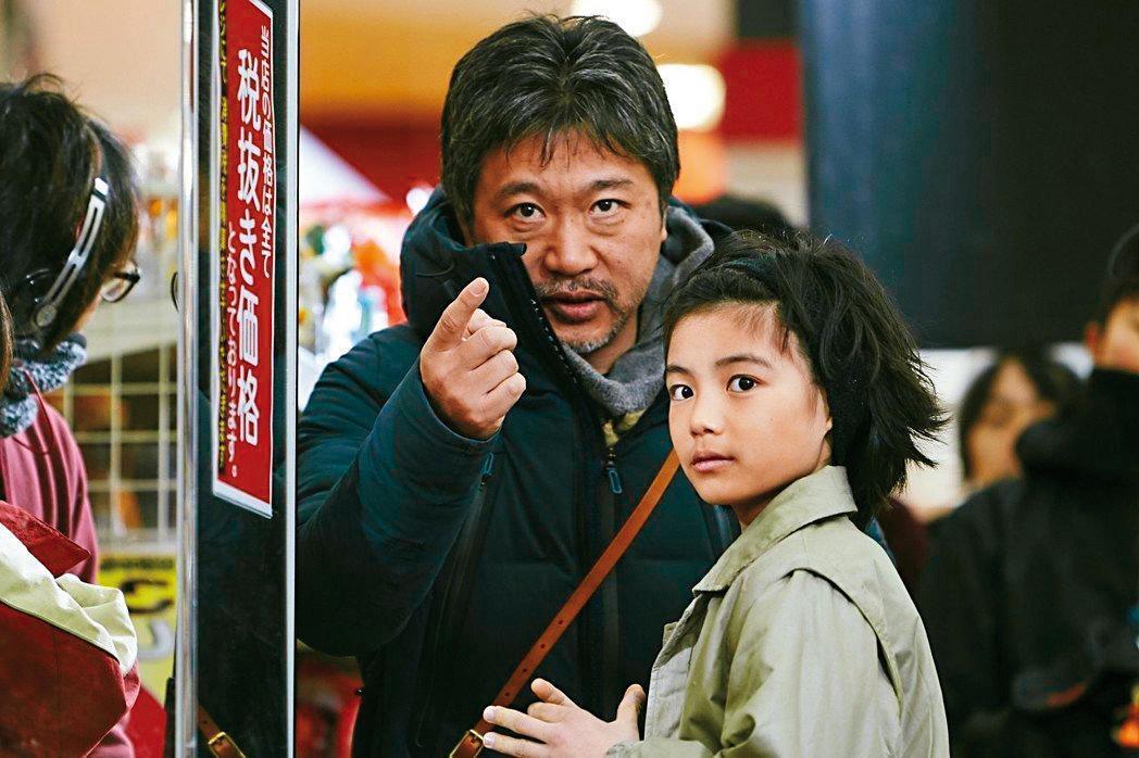 暌違10年,日本今年由是枝裕和(左)執導的《小偷家族》入圍奧斯卡最佳外語片獎。(采昌提供)