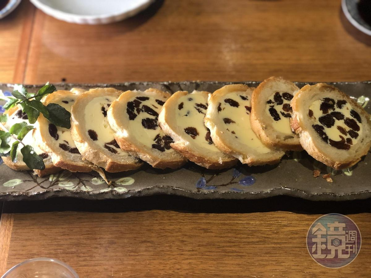 「奶油葡萄乾麵包」是千葉憲二的創意甜點。