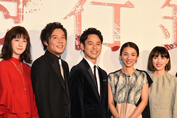 最近小出惠介跟妻夫木聰的電影《愚行錄》也掃到這次他的「中出」風暴,在日本突然下片。(翻攝網路)