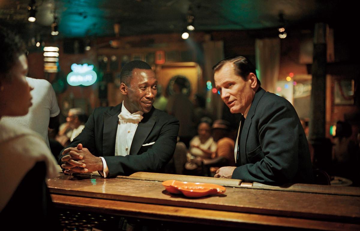 描述不同族群從對立到包容的《幸福綠皮書》入圍最佳影片,男主角維果莫天森(右)和男配角馬赫夏拉阿里(左)也雙雙入圍演技獎。 (CatchPlay提供)